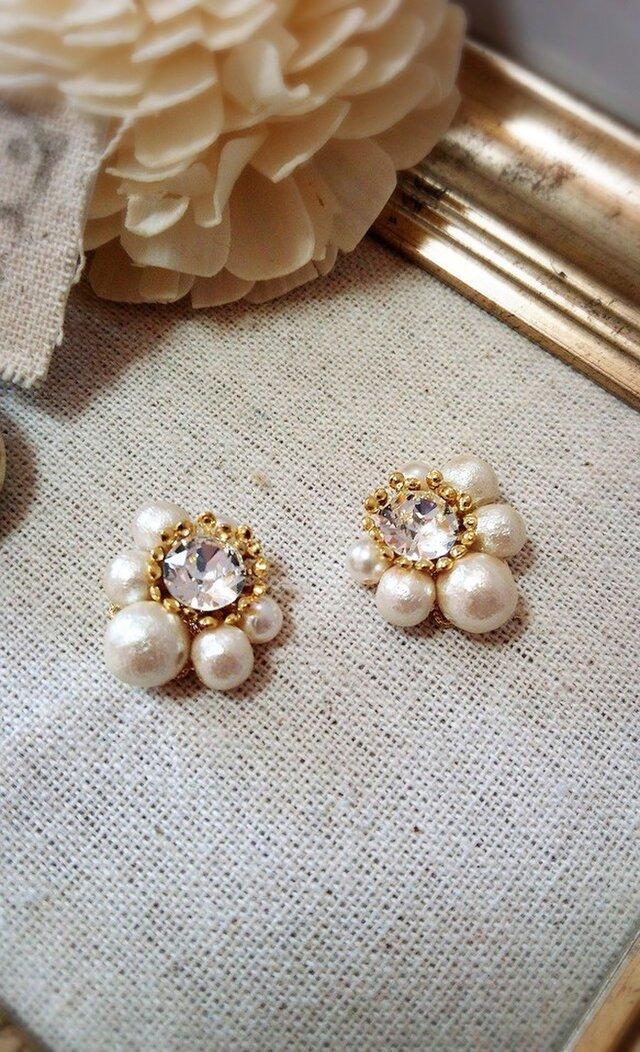 スワロとコットンパール春のお花のイヤリングの画像1枚目