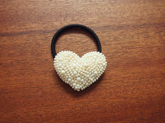 【sold】HEART-pearlビーズ刺繍ヘアゴムの画像1枚目