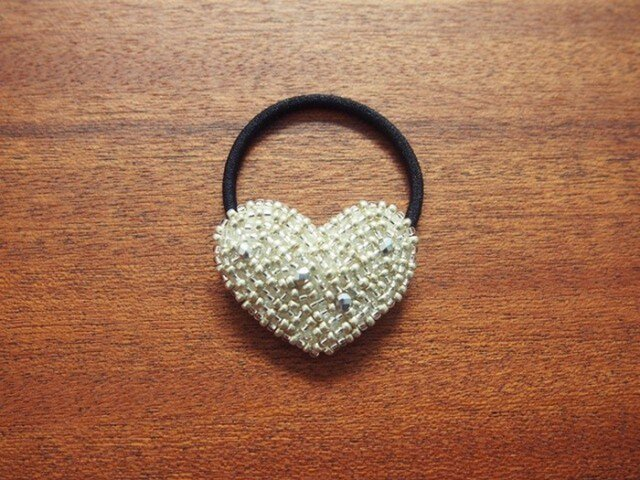 HEART-silverビーズ刺繍ヘアゴムの画像1枚目