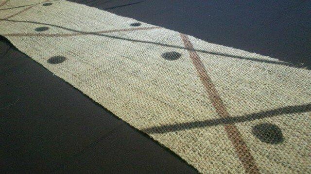 麻に柿渋染テーブルランナー線に丸の画像1枚目