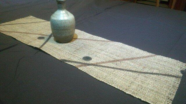 麻に柿渋染のテーブルセンター 線に丸の画像1枚目