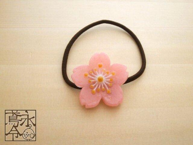 髪ゴム 淡い乳白ピンク色の桜の花の画像1枚目