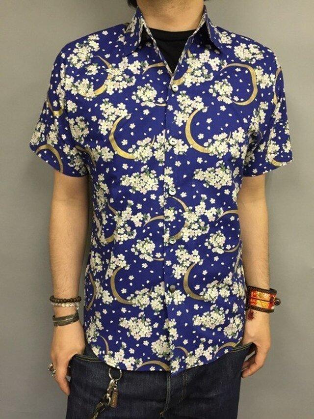 半袖和柄シャツ(三日月と桜)青の画像1枚目