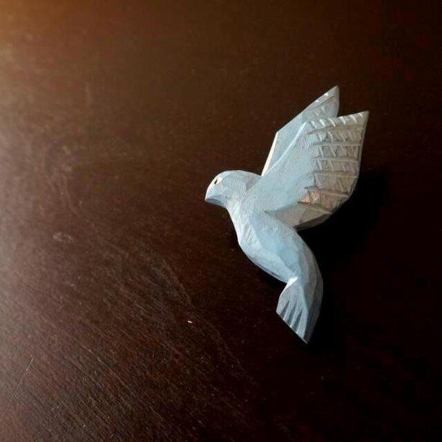 木彫りのブローチ 青い鳥の画像1枚目