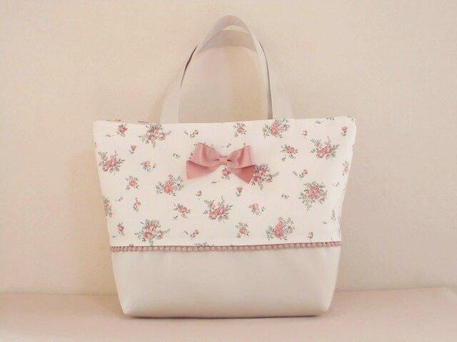 ピンクの花柄リボン付きバッグの画像1枚目