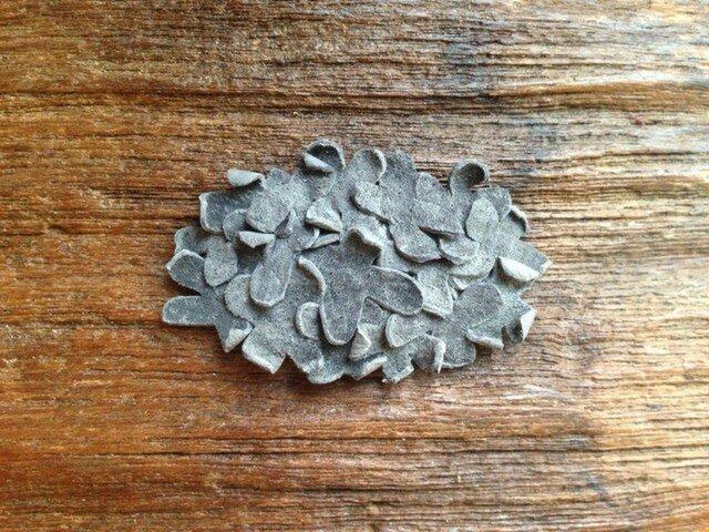 革花のスリーピン  タマゴサイズ  グレーの画像1枚目