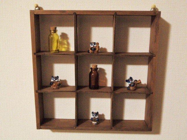 いっぱい飾れる小物棚の画像1枚目