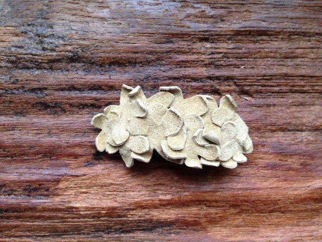革花のバレッタ ベージュ 金具4cm 108の画像1枚目