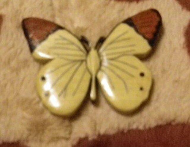 木象嵌の白蝶のブローチの画像1枚目