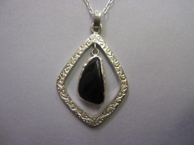 黒水晶<モリオン>さざれ無穴石ペンダントの画像1枚目