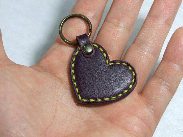 小さいハートのキーホルダー 紫x黄色ステッチの画像1枚目