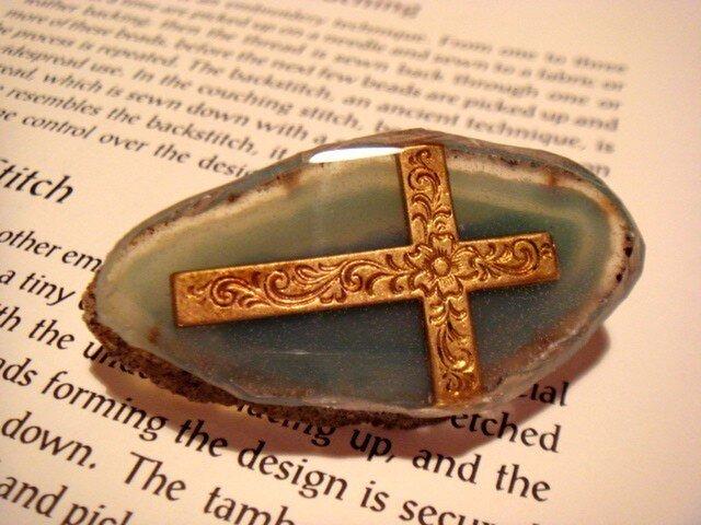 瑪瑙と十字架のブローチの画像1枚目