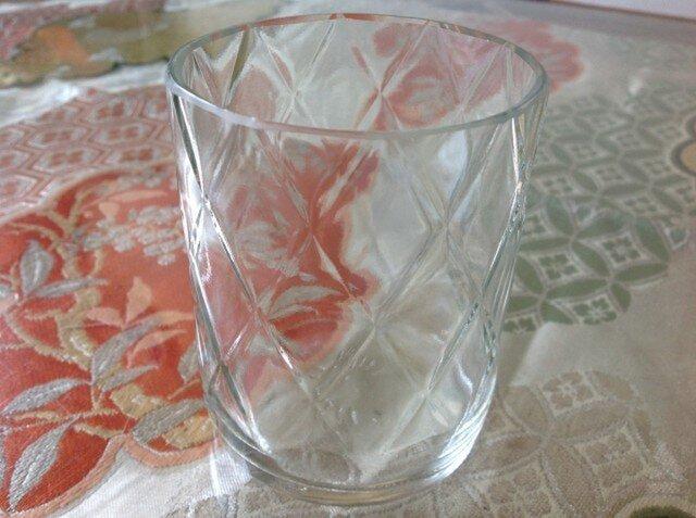 完璧な透明に格子のグラスの画像1枚目