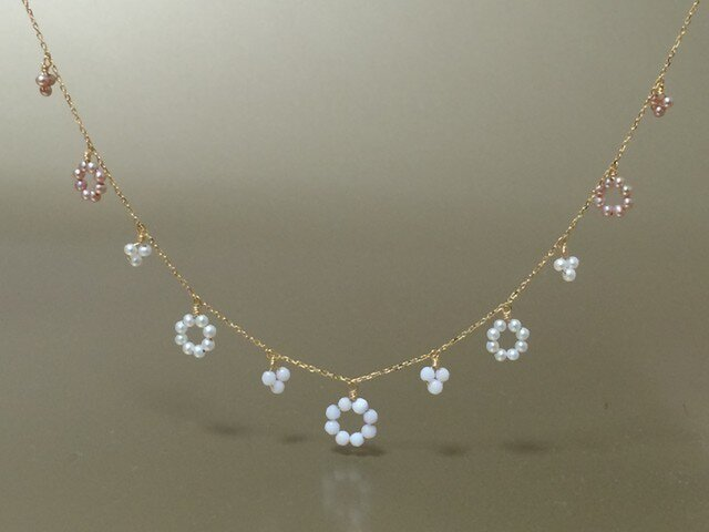K18 花の鎖のネックレスの画像1枚目