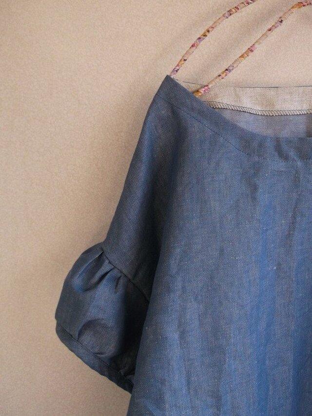 リネンデニムパフ袖ブラウスの画像1枚目