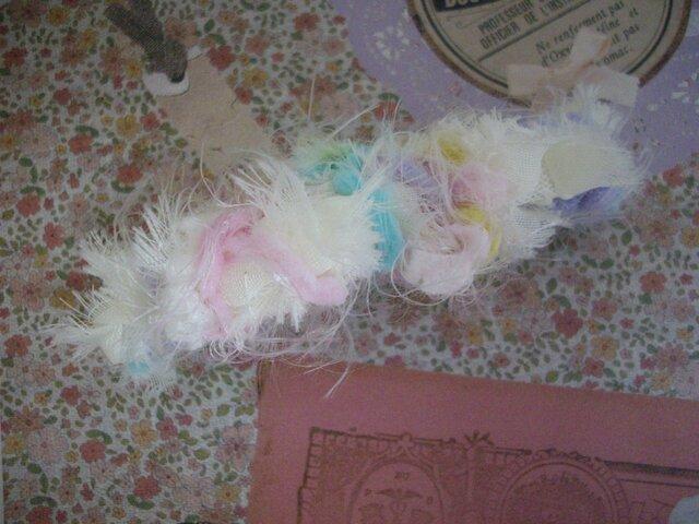毛糸とチュールの編み編みバレッタの画像1枚目