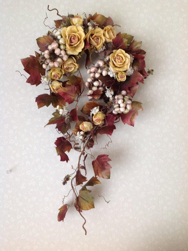 ぶどうと黄色いバラの壁掛けの画像1枚目