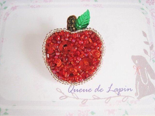 赤いりんごのキラキラブローチの画像1枚目