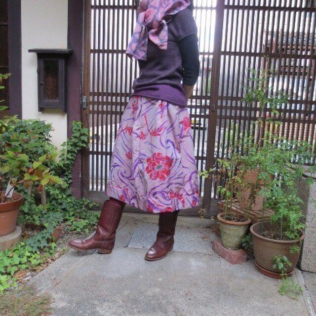 薄紫に赤い花☆銘仙リメイクスカート☆ほんのり玉虫織り♪の画像1枚目