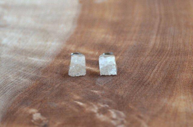 原石ピアス アゲート(メノウ)結晶の画像1枚目