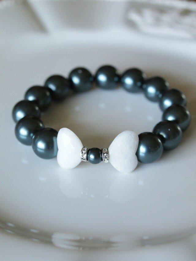 白蝶の天然石と Swarovski 大粒パールのブレスレット*南洋黒真珠フィーリング*の画像1枚目