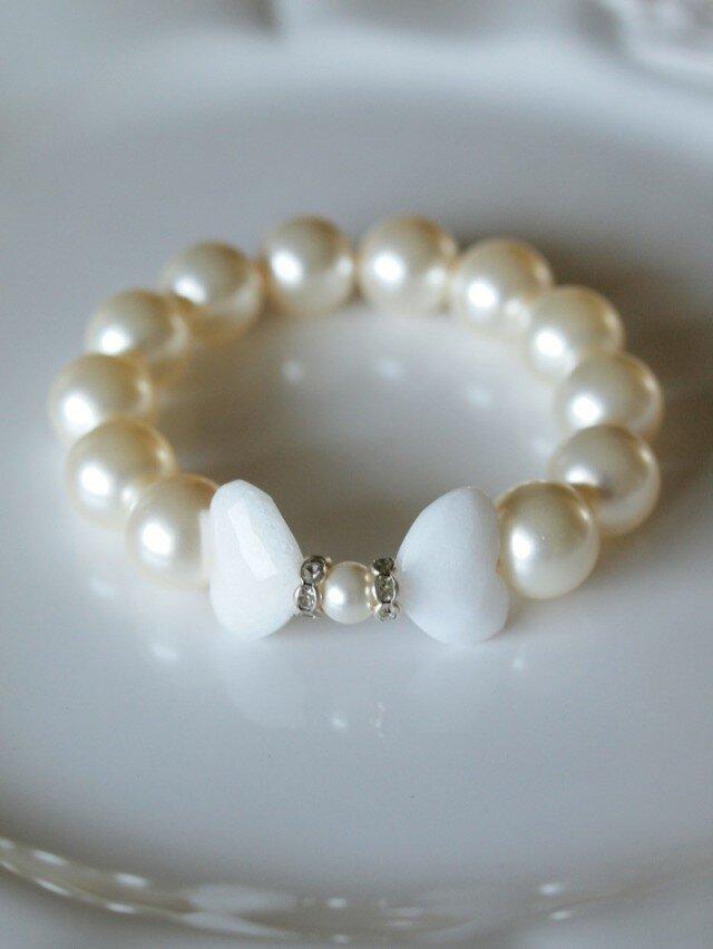 白蝶の天然石と Swarovski 大粒パールのブレスレット *南洋真珠フィーリング*の画像1枚目