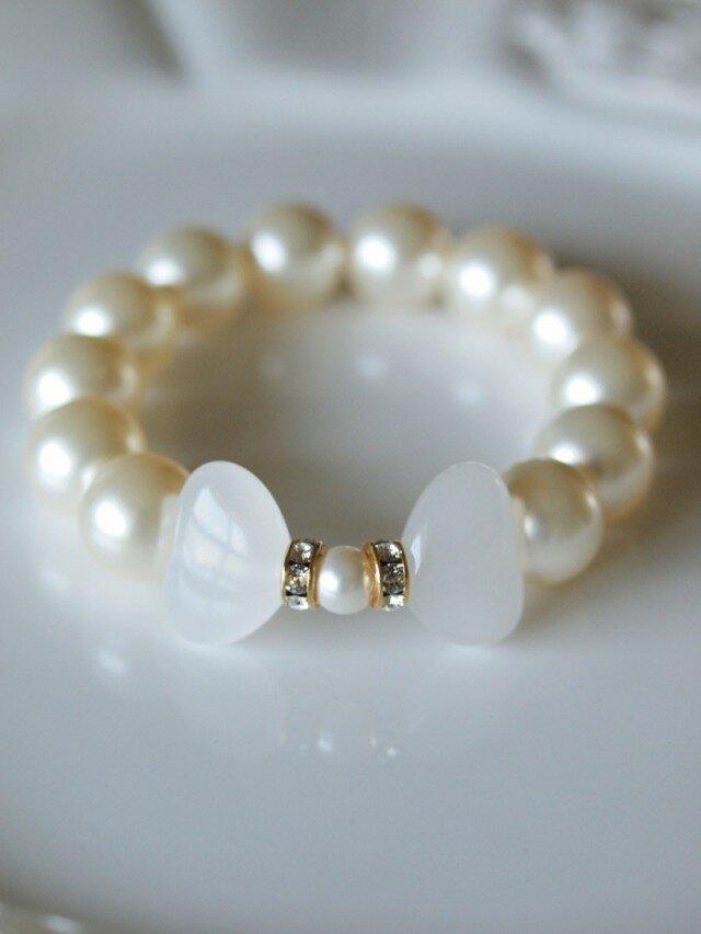 乳白蝶の天然石と Swarovski 大粒パールのブレスレット *南洋真珠フィーリング*の画像1枚目