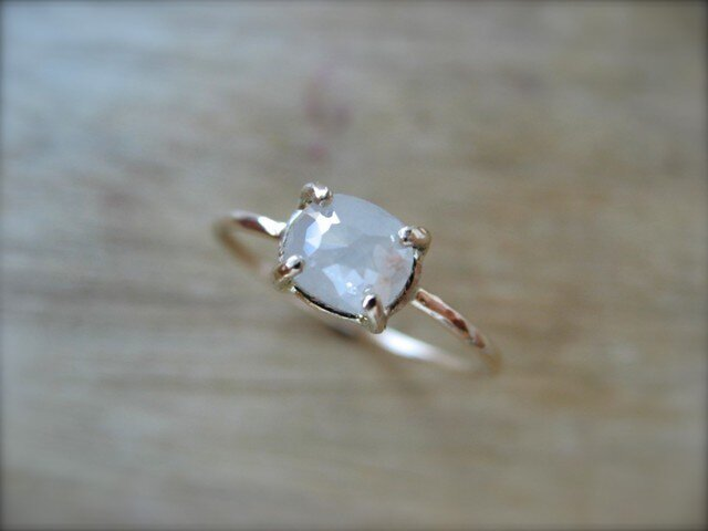 White Diamond Prong Ring Ovalの画像1枚目