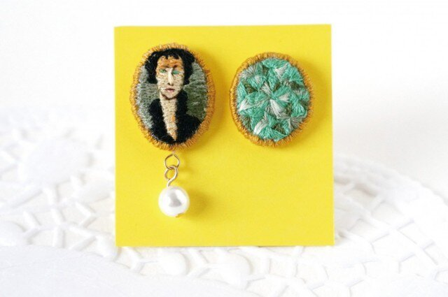 刺繍ピアス/モディリアーニ 青い目の女[イヤリングに変更可]の画像1枚目
