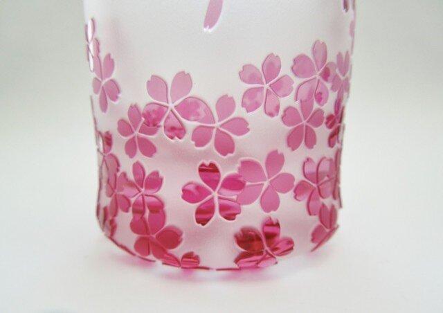 春風と桜のグラスの画像1枚目