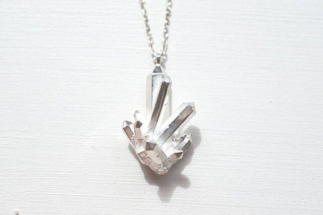 水晶クラスターモチーフのネックレスの画像1枚目