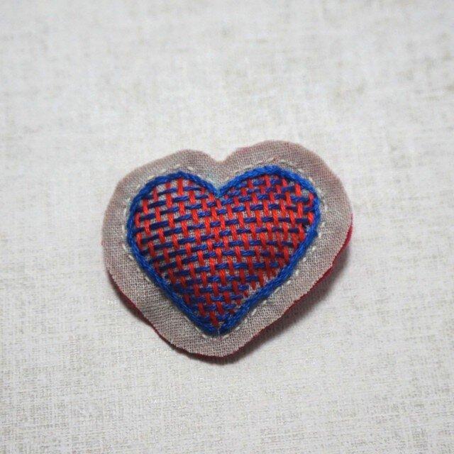 手刺繍ブローチ「ハート」の画像1枚目