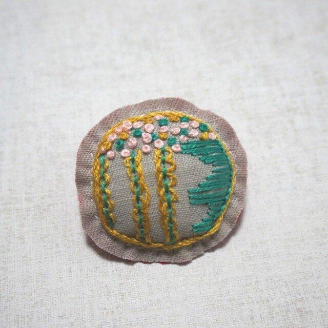 手刺繍ブローチ「ドット柄」の画像1枚目