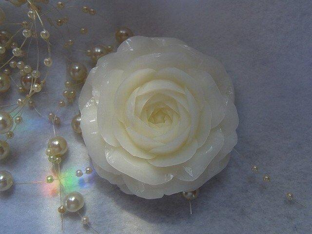 【オーダー】ホワイトのバラいちりん。 ソープカービングの画像1枚目
