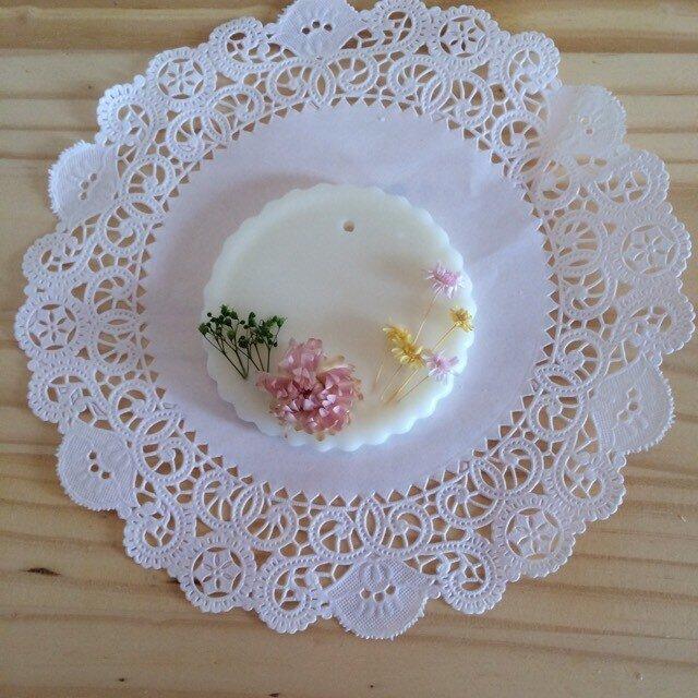 【メッセージ入れ可能】イランイランの香り アロマワックスサシェの画像1枚目