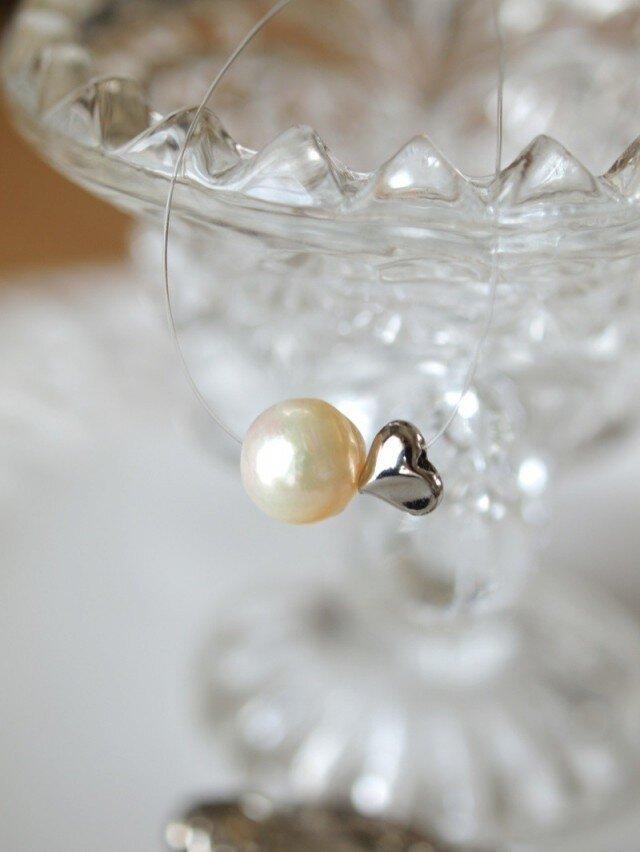 真珠&ハートの インビジブルネックレスの画像1枚目