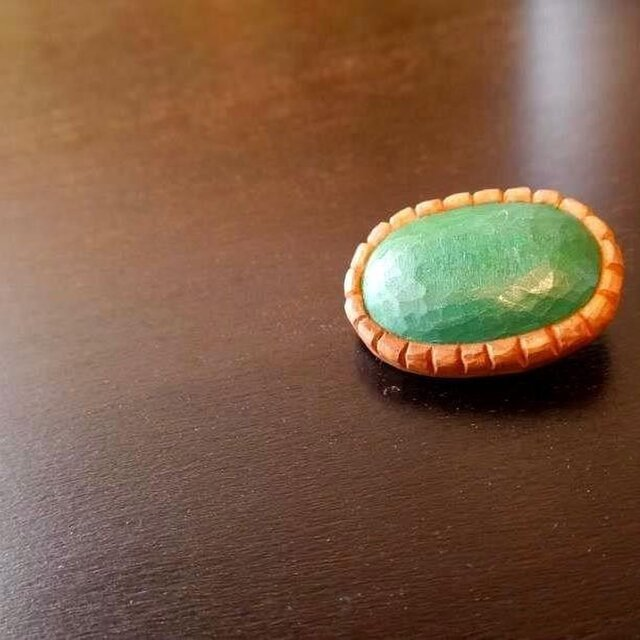 木彫りのブローチ お菓子みたいな・・・の画像1枚目