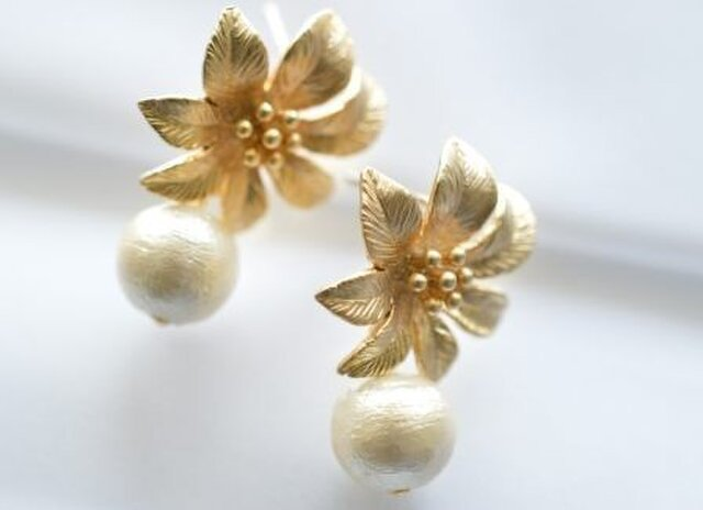 Cotton Pearl Flower Earringsの画像1枚目