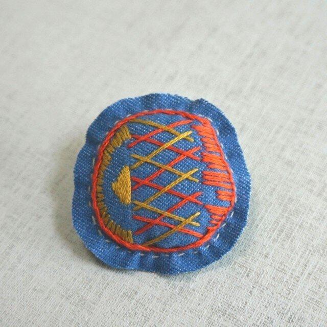 手刺繍ブローチ「格子」の画像1枚目