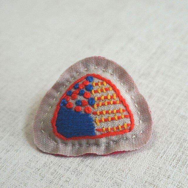 手刺繍ブローチ「さんかくもよう」の画像1枚目