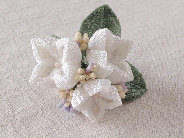 〈つまみ細工〉紫陽花の髪飾り(小・白)の画像1枚目