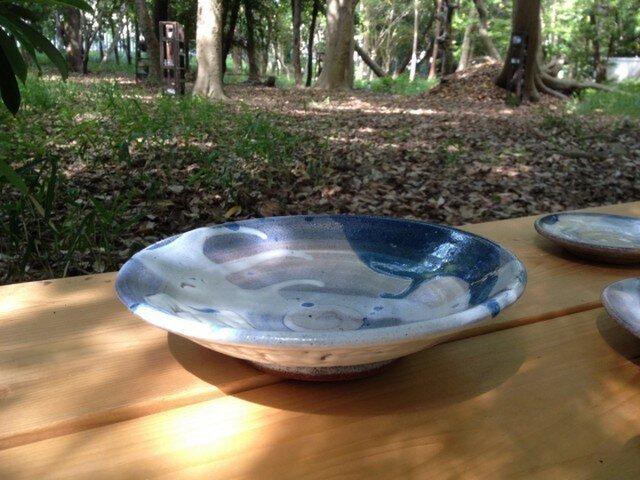 青リングと藁灰釉の浅鉢   20cmの画像1枚目