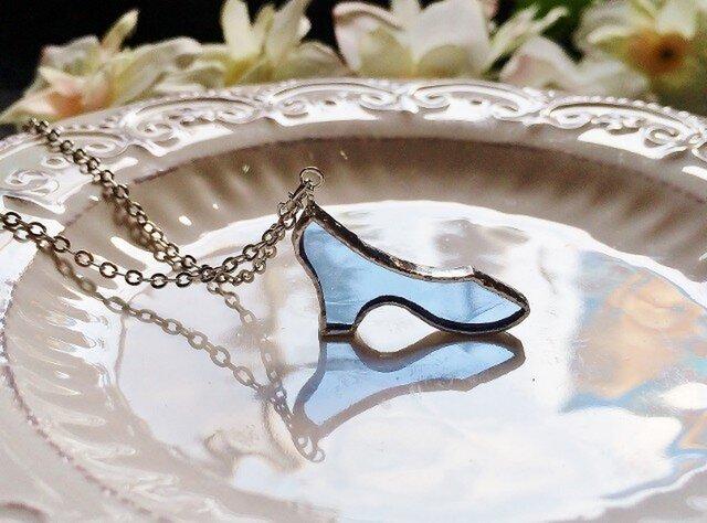 ステンドグラス ガラスの靴のネックレス~ブルー~の画像1枚目