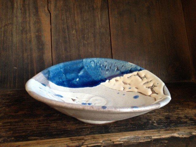 コバルト釉のたわみ鉢の画像1枚目