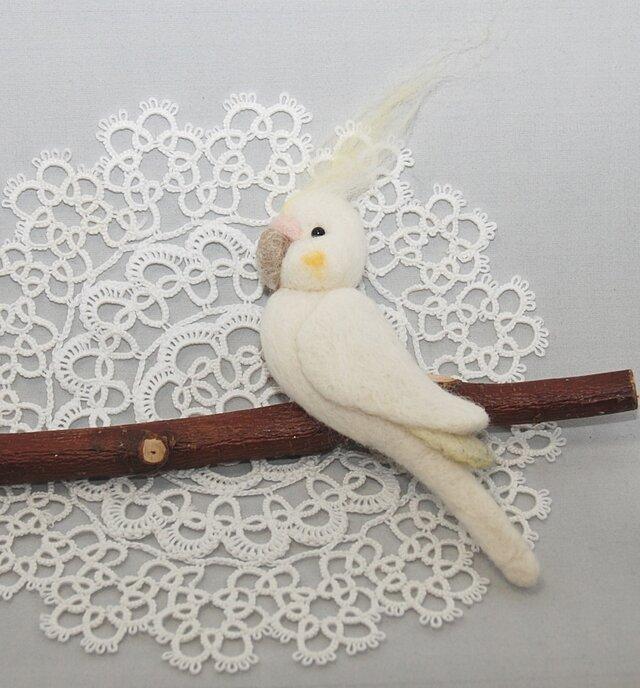 鳥さん しがみつきブローチ~オカメインコ~の画像1枚目