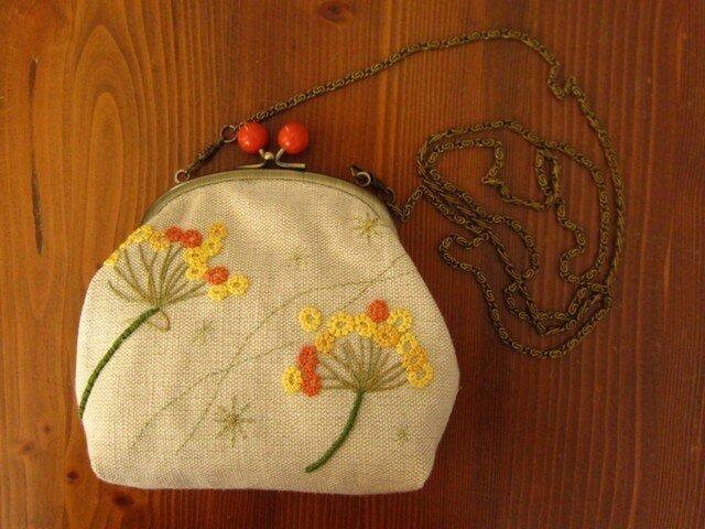 手刺繍・がまぐちポシェット(ohana)の画像1枚目