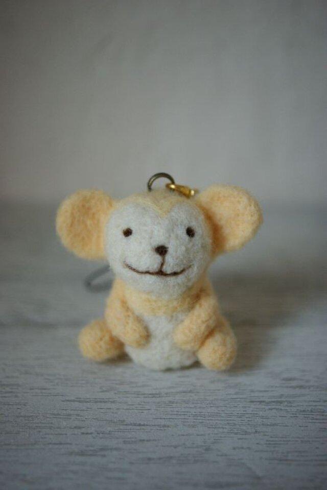 羊毛フェルトのおサルのストラップ(クリーム色)の画像1枚目