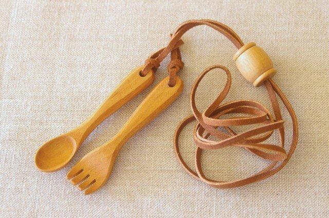 木のスプーンとフォークのネックレスの画像1枚目