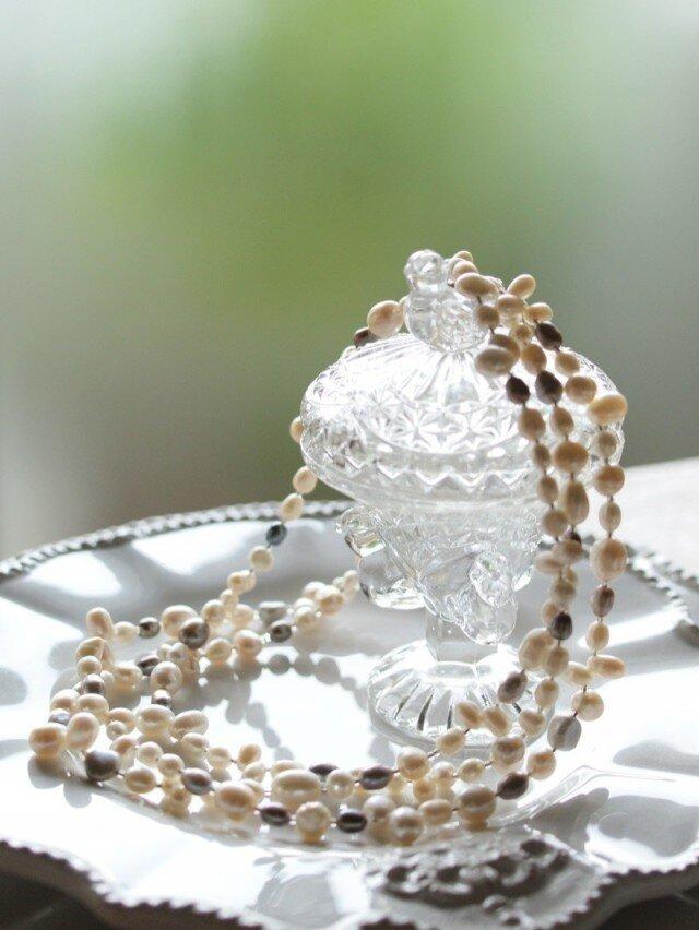 人魚のお守り♥パールのロングネックレス Whiteの画像1枚目