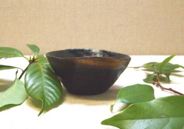 拭き漆栃古び波渕小鉢の画像1枚目